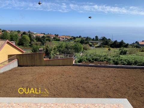 Moradia Isolada T2 nos Prazeres - Calheta - Ilha da Madeira.