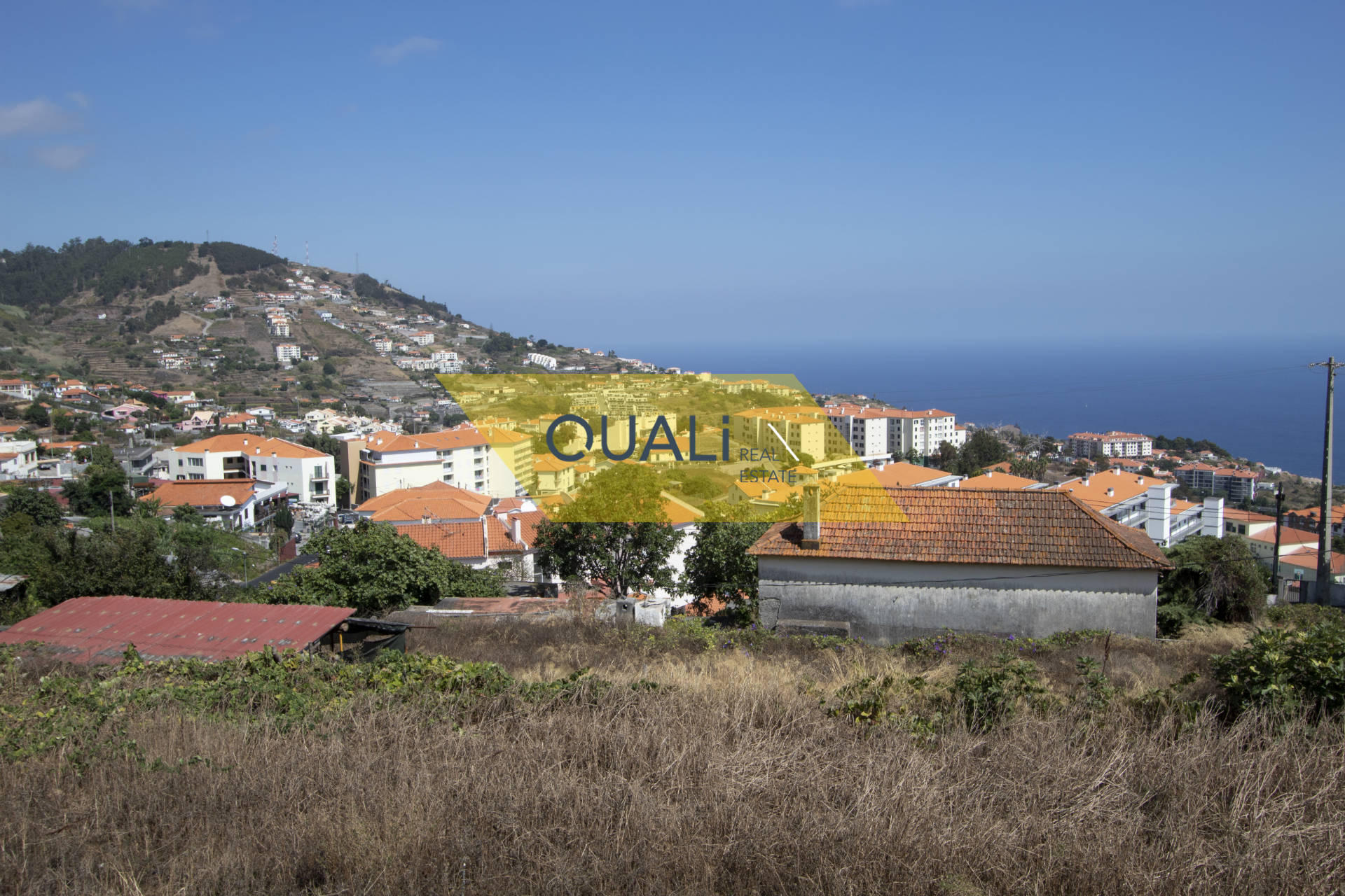 House to remodel with land of 5030 m2 in Caniço - Madeira Island. €497.000,00