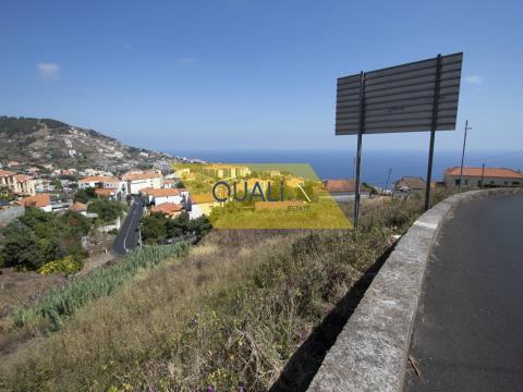 Maison à rénover avec un terrain de 5030 m2 à Caniço - Madère. €497.000,00