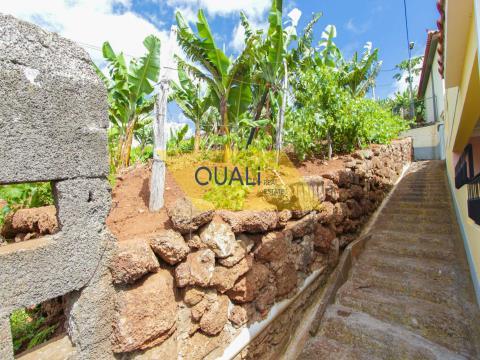 Terreno rústico de 848m2, en Câmara de Lobos, Isla de Madeira - € 59.000,00
