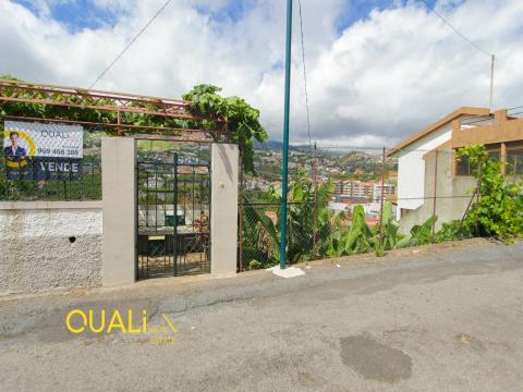 Moradia para Restaurar V3, Localizado em Câmara de Lobos, €160.000,00