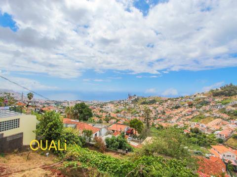 Moradia T3 para Venda no Funchal inserida num lote de terreno com 750m2 - Ilha da Madeira