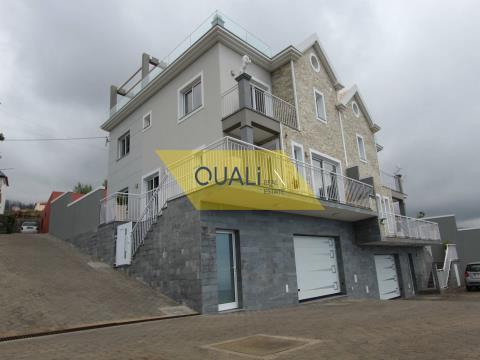 Maison T3 à vendre à Ponta Do Sol avec une excellente exposition au soleil.