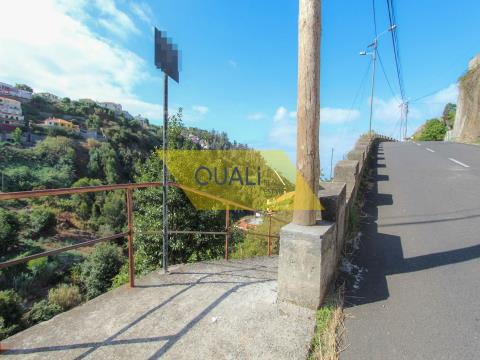 Rustikales Grundstück 2320 m2 in Funchal - € 110.000,00