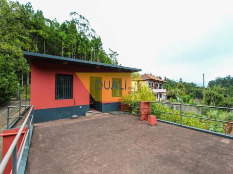 Terreno mixto de 4690 m2, ubicado en Santo da Serra a 280.000 €
