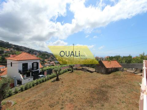 Terreno de 2000m2 com 2 moradias V2 para remodelar, a venda na Ilha da Madeira €240.000,00