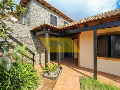House 2 Bedrooms for Rent in Calheta - Madeira Island. - €700,00