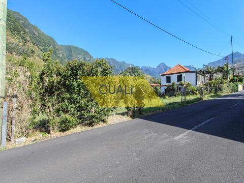 Terreno pianeggiante con 1560m2 a São Vicente - Madeira - € 150.000,00