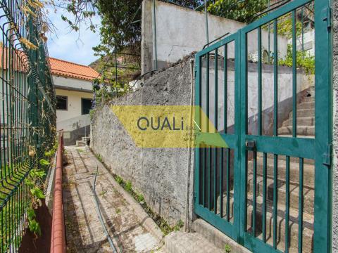 Moradia antiga por restaurar -  Campanário - €75.000,00