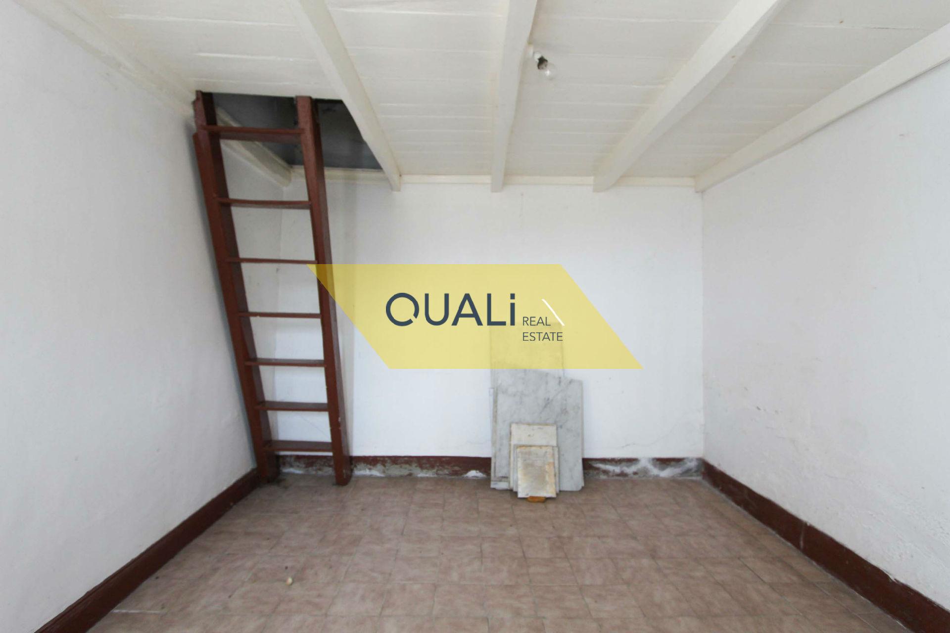 Moradia antiga por restaurar -  Campanário - €77.000,00