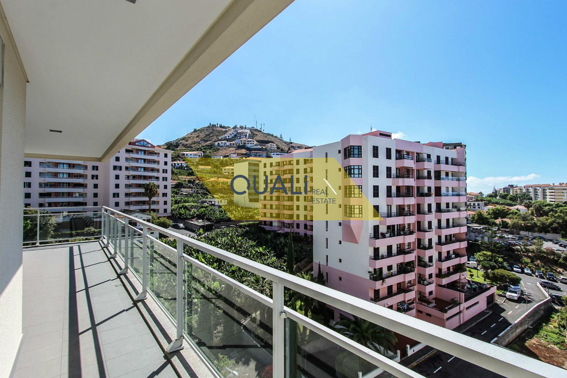 Apartamento T3 São Martinho € 365.000,00