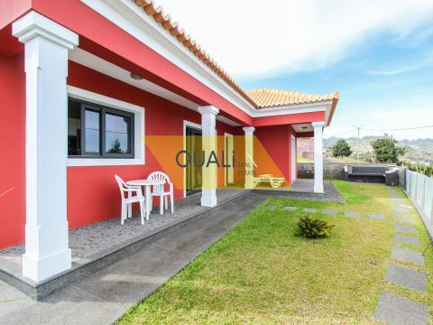 Moradia T2 com Vista Mar em Santana - Ilha da Madeira - €225.000,00