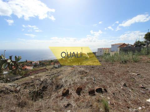 Land with 832m2, located in Caniço, Santa Cruz - €120.000,00