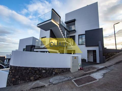 Apartamento com 2 quartos e vista Mar €200.000,00 Porto Novo, Ilha da Madeira.