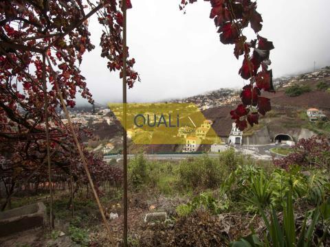 Terrain rustique avec 1798m2, situé à Estreito Camara de Lobos, € 159.500,00