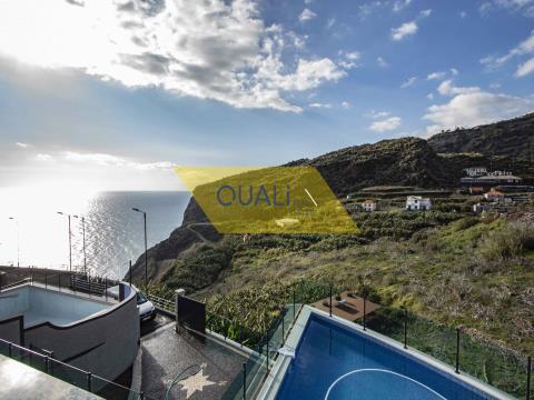Moradia T3 Moderna e Isolada - Tabua - Ribeira Brava - Ilha da Madeira. €365.000,00