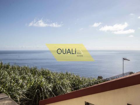 Edificio de tres pisos que comprende dos t2 y uno t3, Ribeira Brava - Vista al Mar € 80.000,00