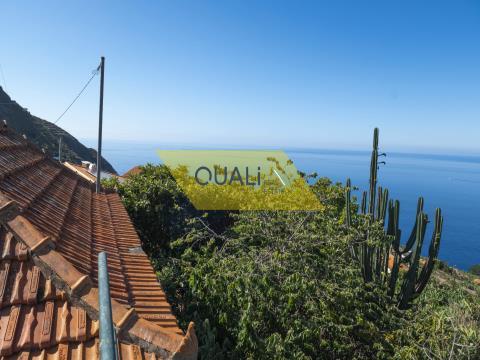Moradia para recuperar no Arco da Calheta - Ilha da Madeira - €195.000,00