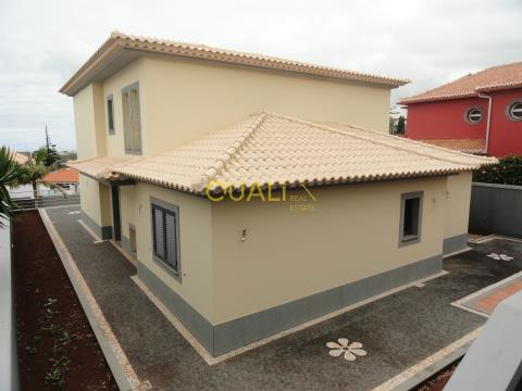 4 bedroom villa, located in Santo António, € 490,000.00