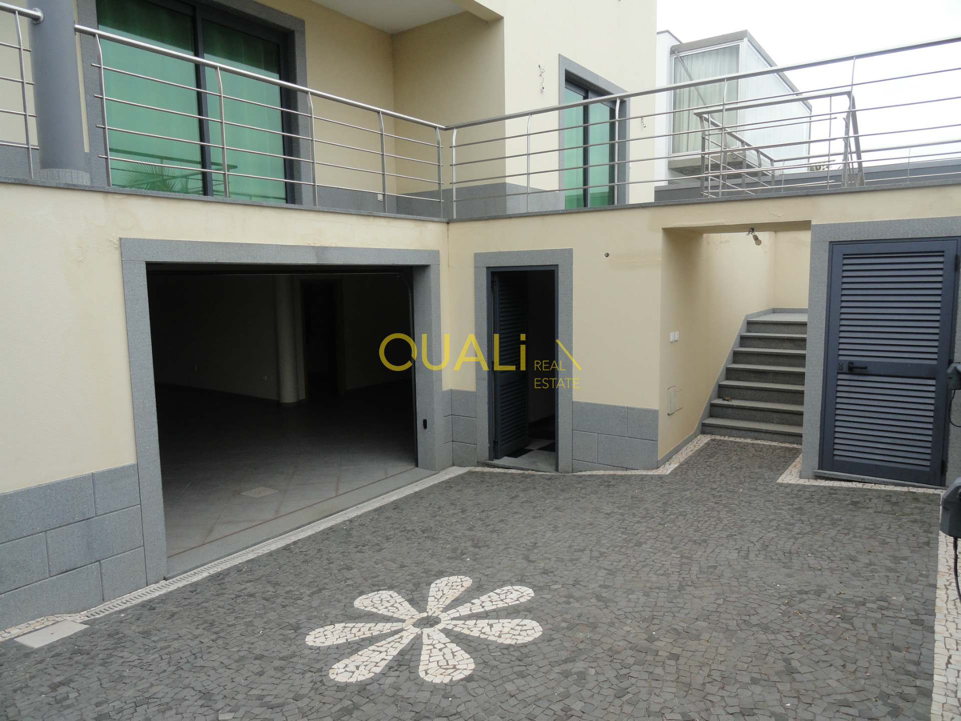 Villa de 4 chambres à coucher, située à Santo António, €490.000,00