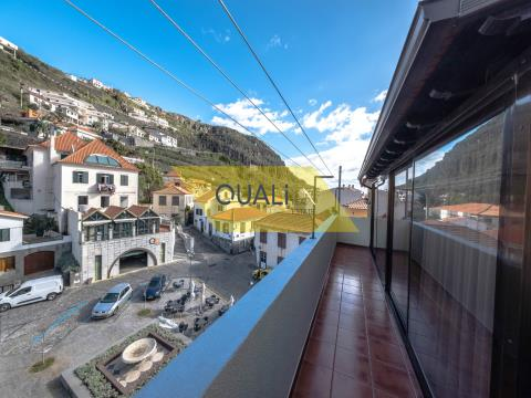 3 storey building in the commercial area of Ribeira Brava - Madeira island - €660.000,00