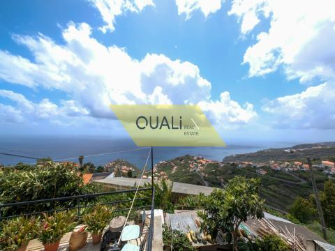 Villa with 7 bedrooms, land, 2 large garages and sea view - Ribeira Brava - € 140.000,00