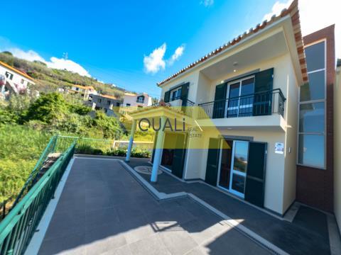 Villa mit 3 Schlafzimmern und Meerblick in Ribeira Brava - € 220.000,00