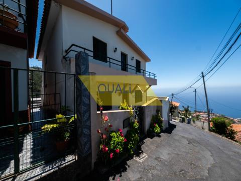 V4 freistehende Villa in Funchal mit Garage für 5 Autos mit Meerblick für 220.000 €