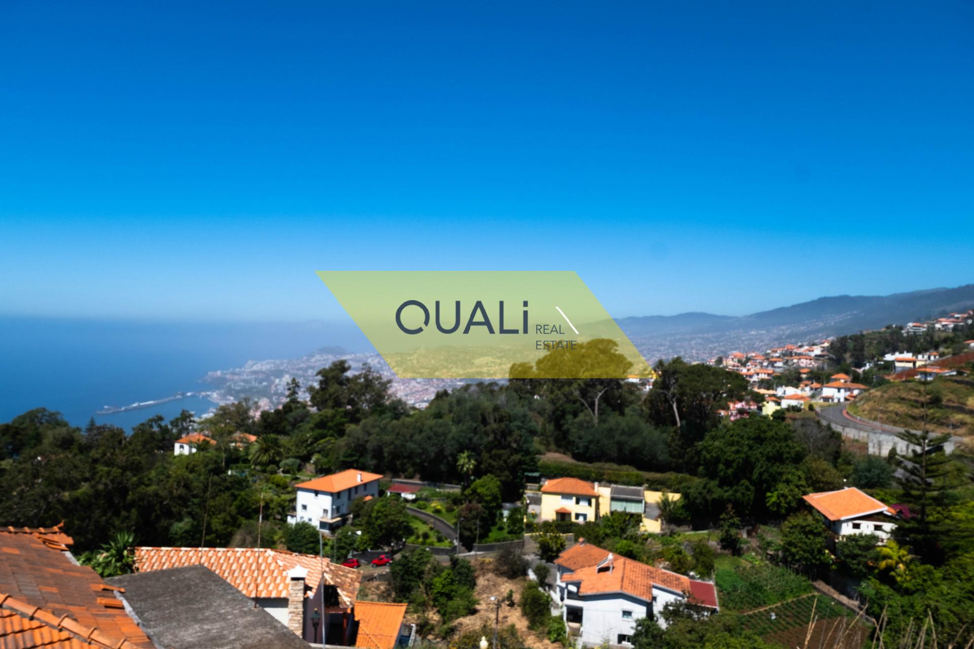 Moradia independente V4 no Funchal com vista mar garagem para 5 carro por € 200.000