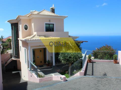 Fantástica Moradia V3+1 no Funchal - Ilha da Madeira - € 850.000,00.
