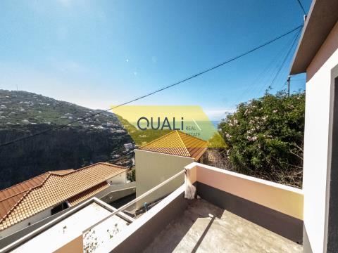 Villa de 2 dormitorios, lista para vivir en Ribeira Brava - Isla de Madeira - € 980.000,00