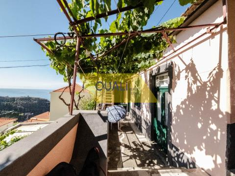 Villa mit 2 Schlafzimmern und Meerblick in Ribeira Brava bezugsfertig € 98.000