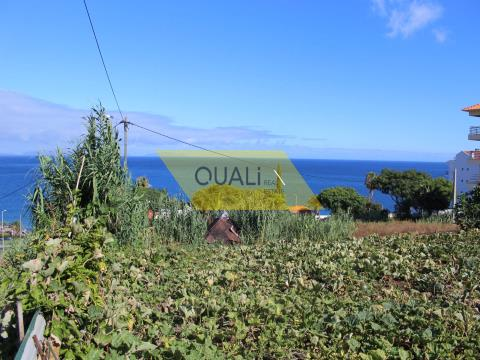 Parcela de tierra insertada en urbanización en Caniço de Baixo - Isla de Madeira €122.000,00