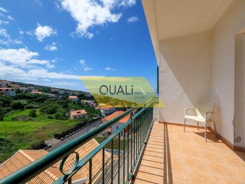 Appartement de 2 chambres à Estrela da Calheta pour 93 000 € avec garage et vue mer