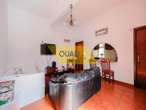 Villa con 3 camere da letto a Ponta do Sol lungo la strada pronta a vivere € 96.000