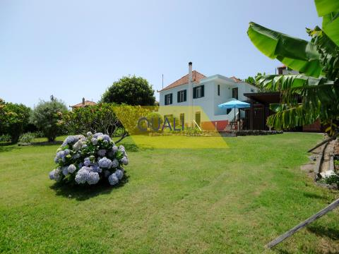 Detached house with 2 + 2 bedrooms - Calheta - Madeira Island- € 330.000,00
