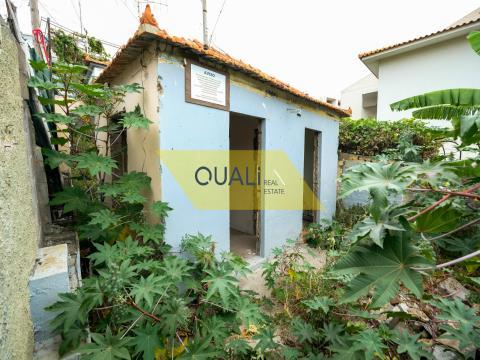 Terrain de 170m2 et projet approuvé à la vente à Funchal - Madère - € 75.000,00