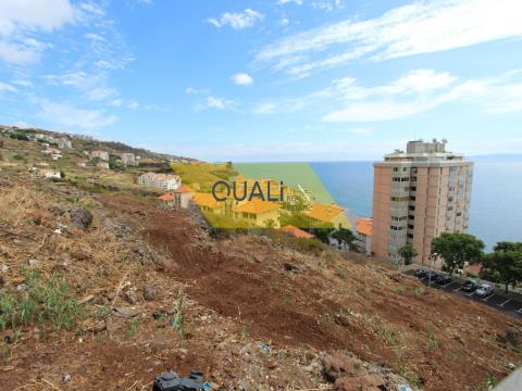 Parcela de tierra insertada en urbanización en Caniço de Baixo - Isla de Madeira €380.000,00