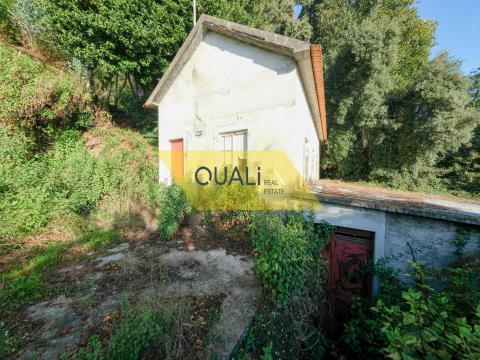 Moradia na Camacha - Ilha da Madeira - € 45.000,00