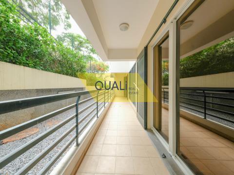 Appartamento T2 Sé, Funchal in condominio chiuso, cucina arredata e attrezzata € 800,00