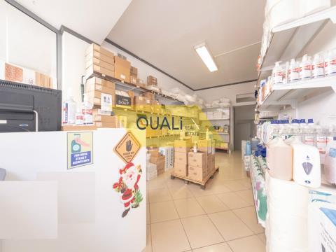Loja de distribuição de produtos limpeza  para Traspasso no Funchal - Ilha da Madeira - €55.000,00