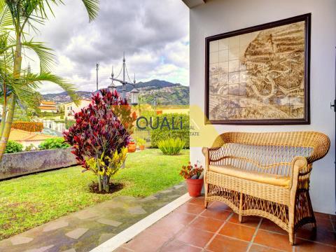 Villa de 4 dormitorios en Funchal - Isla de Madeira - € 490.000,00