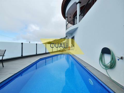 Ausgezeichnete Villa mit 3 Schlafzimmern in Arco da Calheta - Madeira - € 325.000,00