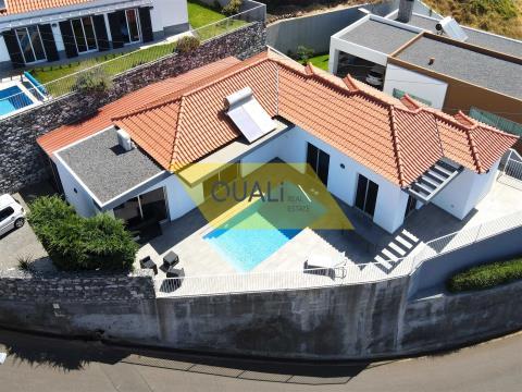Villa al piano terra con 4 camere da letto in vendita a Estreito da Calheta, Calheta - Isola di Made