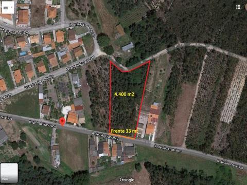 Terreno com 4400m2 (33m de frente) p/ construção de moradia.