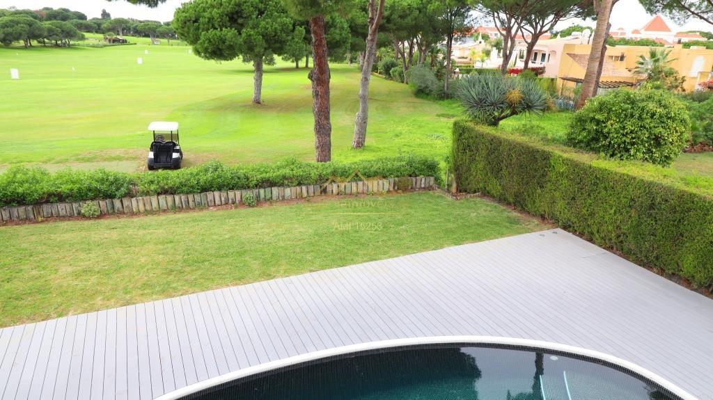 Imposante villa de 4 chambres dans le centre de Vilamoura