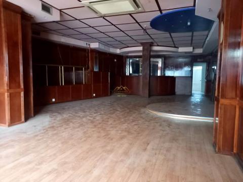 Loja com 168 m2 em Albufeira