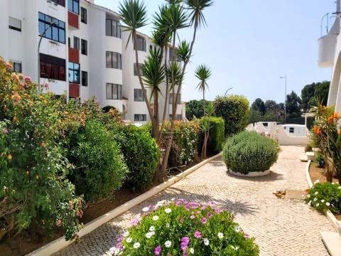 Apartamento espaçoso com vista mar, no centro de Albufeira.