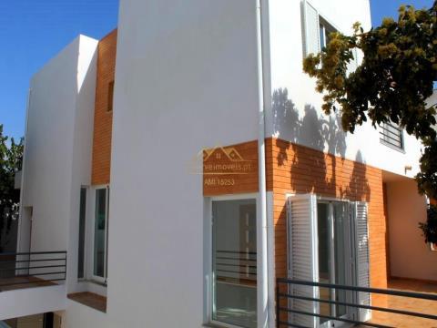 Moradia V3 com garagem privada em Albufeira