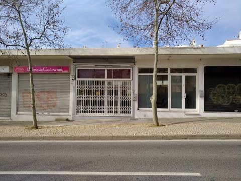 Loja com 2 pisos e 2 montras - Corcovada